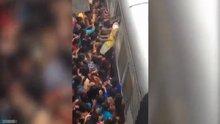 Hindistan'da kadın yolcuların mücadelesi böyle görüntülendi
