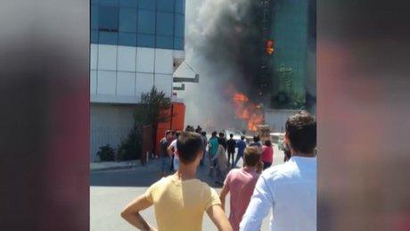 Merter'de bir iş merkezi'nde  yangın