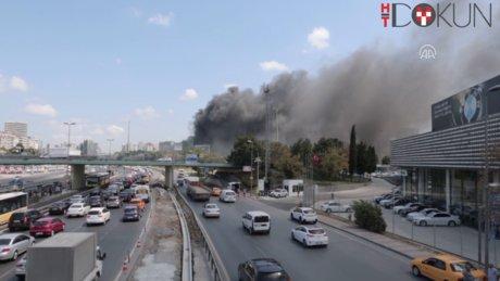 İstanbul'u kapkara dumana boğdu
