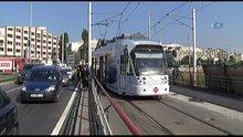 Tramvay yüksek gerilim hattına çarptı