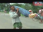 Eşinin cenazesini 12 km taşıdı