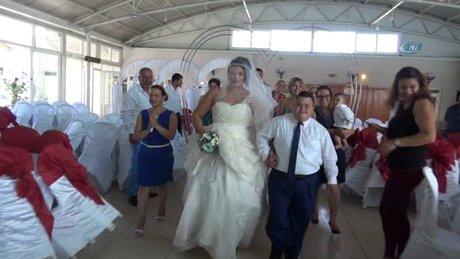Down sendromlu oğlunu doğum gününde evlendirdi
