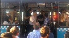 Yaşlı adam zorla otobüsten indirildi