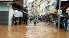 Rize'nin Fındıklı ilçesinde şiddetli yağış etkili oldu