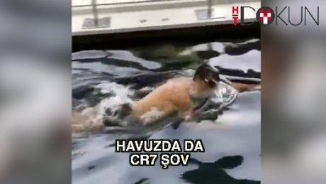 Ronaldo hünerlerini havuzda da gösterdi