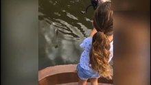 Robin van Persie kızıyla balık avlıyor