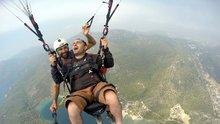 İlk defa paraşütle atlayan tatilci krize girdi!