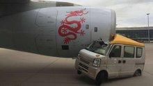 Uçak ile minivan çarpıştı!