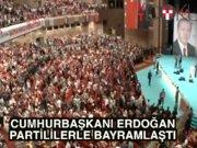 """Halkla bayramlaşan Erdoğan: """"Onlar kaçar, biz kovalarız"""""""