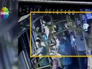 Genç hemşire şort giydi diye otobüste saldırıya uğradı
