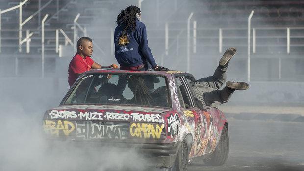 Güney Afrikalı gençlerden drift şov