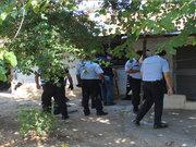 Aranan şüpheli polisi bıçakladı!