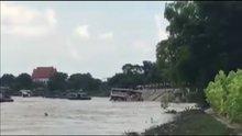 Tayland'da turist teknesinin batması kamerada