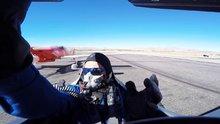 Gösteri uçağı pilotu ölümden döndü
