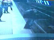 Metro hattını kilitleyen olay kamerada!