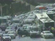 Metrobüs, D-100'e girerek kaza yaptı