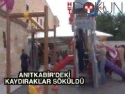 Anıtkabir'deki kaydırağı CHP ve STK'lar söktü