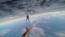 13 bin feet yükseklikte tenis topu oynamak