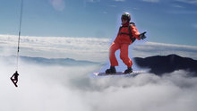 Bulutların üstünde snowboard