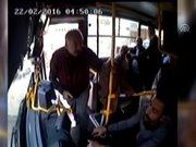 Otobüs şoförünün bıçaklanması güvenlik kamerasında