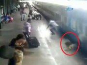 Trenin altında kalmaktan böyle kurtuldu