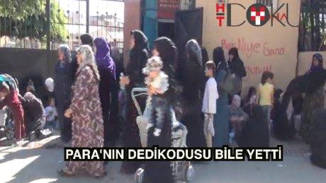 """Adana'da """"Suriyelilere para"""" izdihamı"""