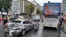 Şişli'de şoförü fenalaşan halk otobüsü araçları böyle biçti