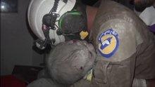 Suriye'de 1 aylık bebek sağ kurtarıldı