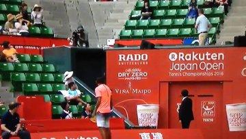 Avustralyalı tenis yıldızının alkışlanan şefkati