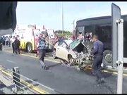 Sefaköy'de otomobil metrobüs yoluna girdi