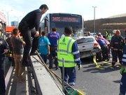 Sefaköy'de kaza, otomobil metrobüs yoluna girdi