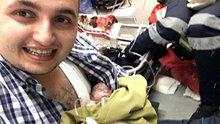 Ambulansta doğan bebeği göğsünde ısıtarak yaşattı!