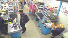 Gaspçılar soygun yaparken müşteriler alışverişe devam etti