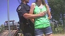 Polisin arama bahanesiyle tacizi kameraya yansıdı!