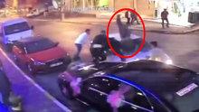 Otomobili kavga ettiği kişilerin üzerine sürdü: 4 yaralı