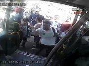 Metrobüste dehşet güvenlik kamerasında