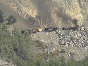 Taş ocağını basan teröristler iş makinelerini ateşe verdi