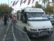 Yakıtı biten minibüsü İstanbul Emniyet Müdürlüğü önüne bıraktı!