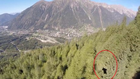 Wingsuit uçuşu sırasında feci kaza kamerada!