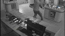 /video/haber/izle/calan-alarma-aldirmayan-hirsizlar-kamerada/208012