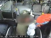 Otobüste doğum kamerada