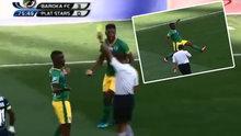 Neden sarı kart yediğini anlamayan futbolcu