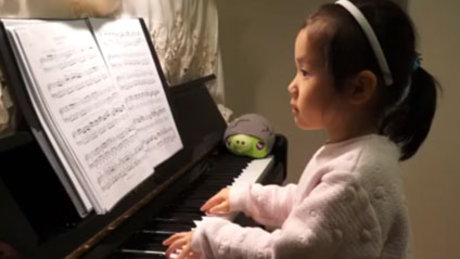 5 yaşındaki çocuktan piyano şovu
