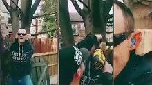 Kulağını ağaca çiviletti!