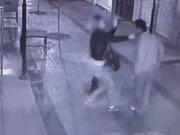 Kadına şiddet güvenlik kameralarına yansıdı