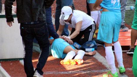 Taraftarlar ve futbolcular birbirine girdi
