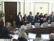 Ukrayna'da siyasilerin yumruklu kavgası