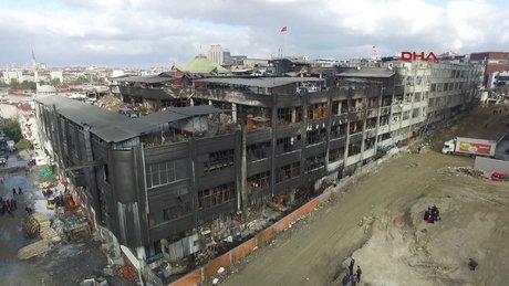 Bayrampaşa'da yanan fabrika havadan böyle görüntülendi