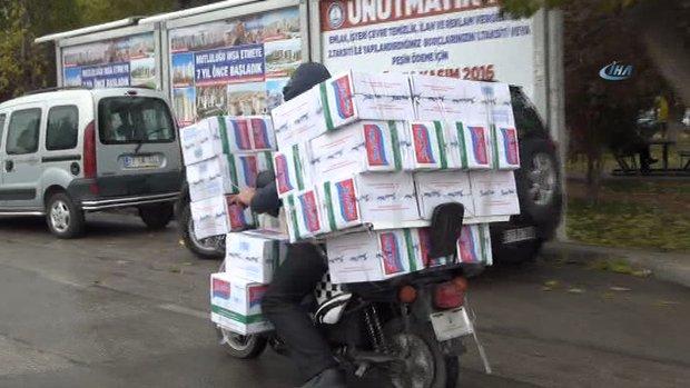 40 koli makarnayı böyle taşıdı