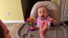 İlk kez brokoli yiyen bebek